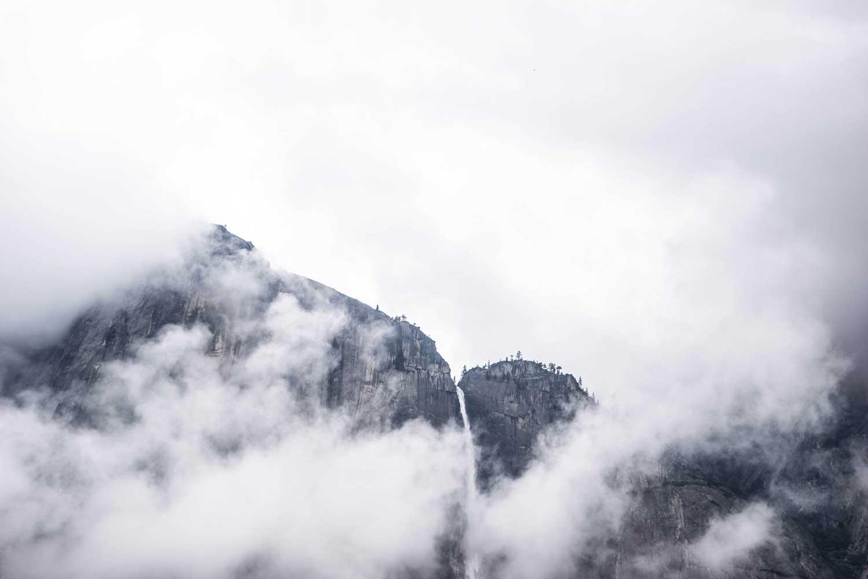 Bergen in de wolken - contact